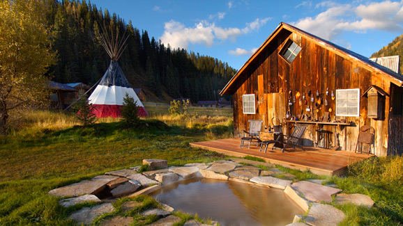 Dunton Hot spring mountain cabin with hot pool