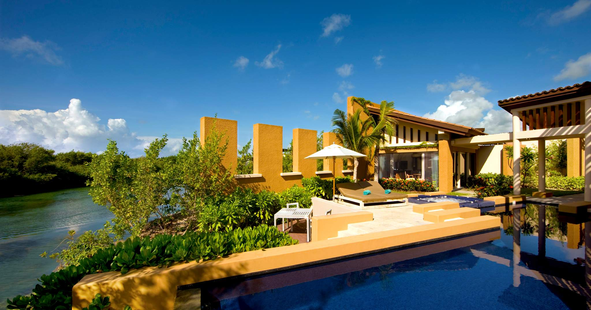 banyan tree in america and europe Banyan tree mayakoba is an impeccably stylish luxury villa resort with fantastic spa set amongst mangroves and lagoons on the famed riviera maya coast of mexico.