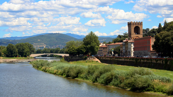 firenze cityscape with arno river